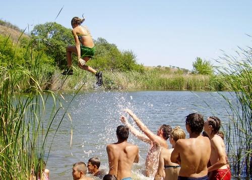Літній наметовий табір для підлітків в селищі Привітне