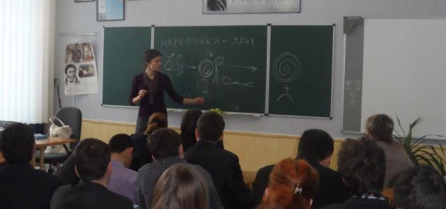 890 лекцій за навчальний рік: радіємо успіху Фонду рятування дітей та підлітків України від наркотиків!